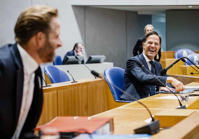 Demissionair minister De Jonge (Volksgezondheid) en premier Rutte bij het coronadebat in de Tweede Kamer.