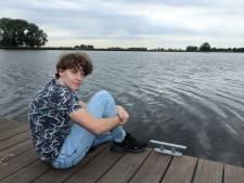 Martijn (17) zit al 16 maanden thuis: 'De gezondheid van mijn moeder gaat boven alles'