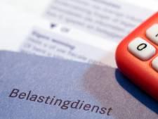 Van elke 100 euro loon gaat 30 euro naar de belasting (en in België 40)