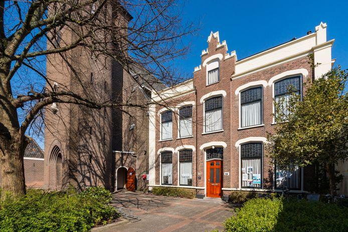 In de Mariahal van de Nicolaaskerk in de Dorpsstraat komen manden voor het inzamelen van voedsel voor Voedselbank Zoetermeer
