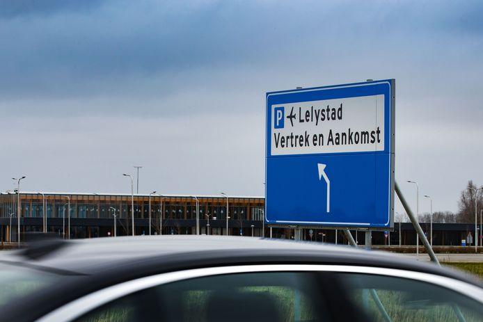 De nieuwe, nog ongebruikte terminal van Lelystad Airport.