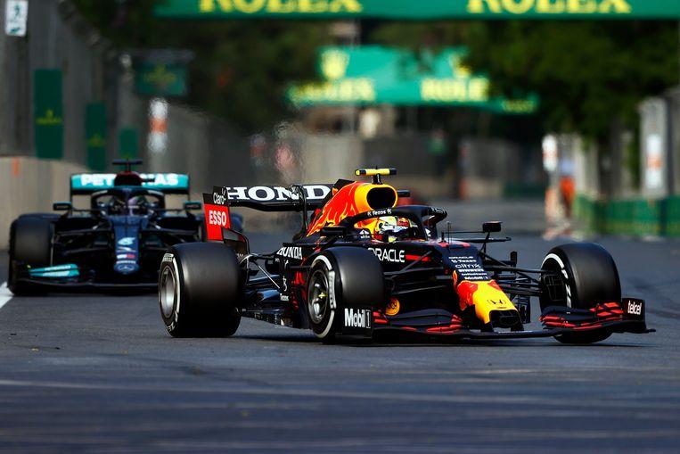 Hamilton achter Perez. Beeld Photo News
