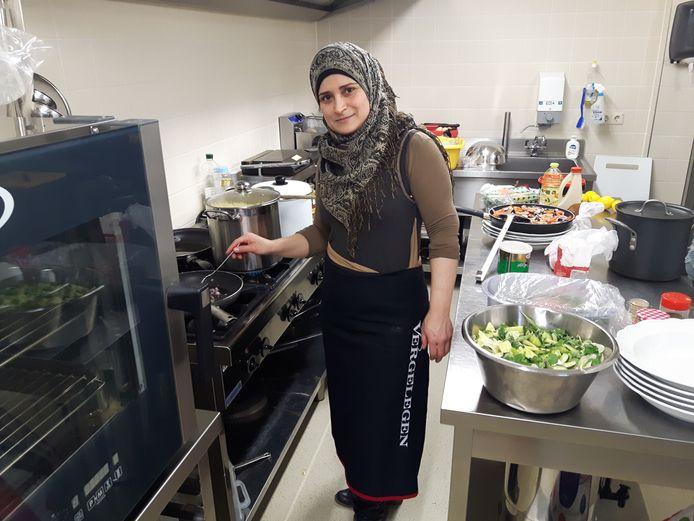 Yasmin Alkhatib uit Aleppo kookte in het Stroomhuis in Neerijnen.