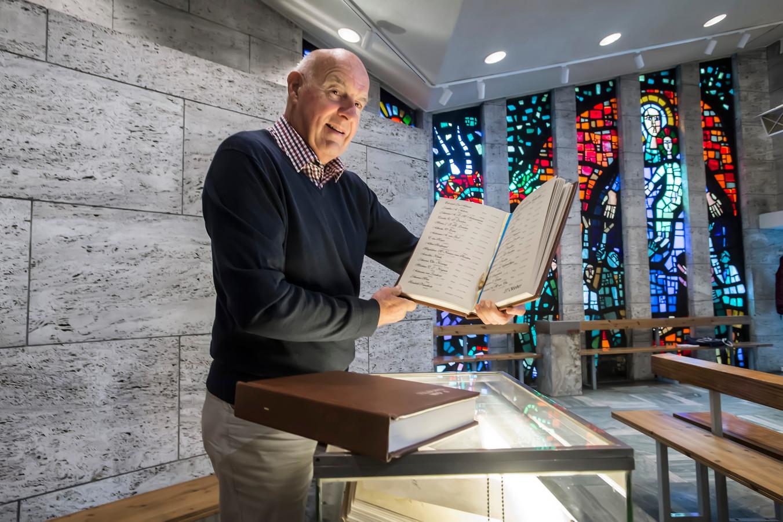 Karel Bergmans bracht 850 Tilburgse namen van oorlogsslachtoffers in twee boeken samen. Ze komen te liggen in de Kapel OLV ter Nood