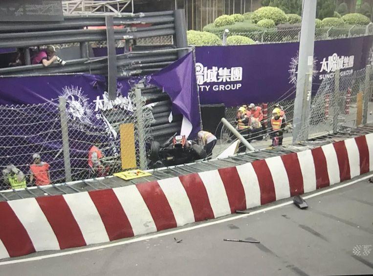 Sophia Flörsch crasht met haar bolide tijdens de GP van Macau.