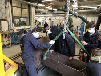 Leerlingen PT²O maken voor Metallo imposante gietgoot voor koper
