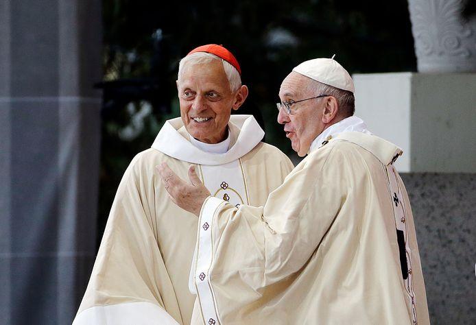 Bisschop Wuerl (links) met paus Franciscus in 2015. Volgens het OM van Pennsylvania was Het Vaticaan op de hoogte van het misbruik van Amerikaanse kinderen.