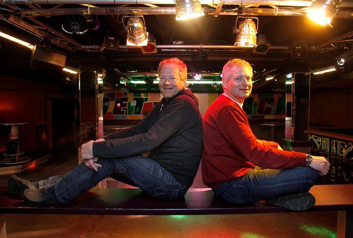De gebroeders Jan links en Henri Kisteman vlak voor een reünie ter ere van het 30-jarig bestaan in 2009.