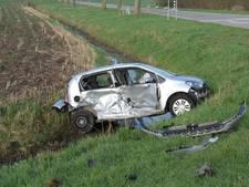 Auto klem in sloot door ongeval in Culemborg