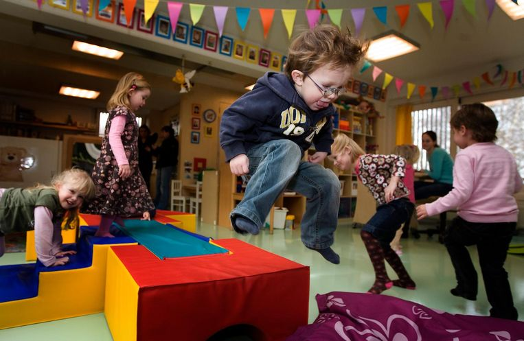 Spelende kinderen op een kinderdagverblijf in Uithoorn. Beeld anp