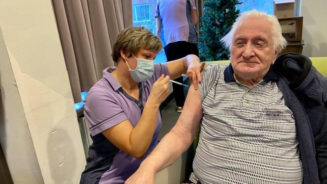 """Coronavaccinaties in Zoersel gestart: """"Hoog tijd dat het leven weer normaal wordt"""""""
