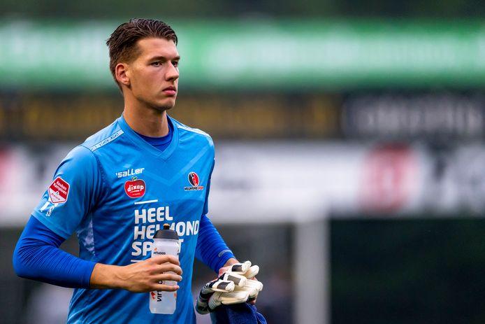 Robin Mantel is de eerste van drie doelmannen die een contract tekent bij Helmond Sport voor het nieuwe seizoen.