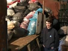 Daniël (15) blij met versoepeling coronamaatregelen: 'Kan weer kleding inzamelen voor het goede doel'