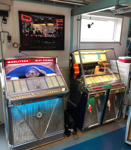 Na oldtimers vullen jukeboxen een leeg winkelpand