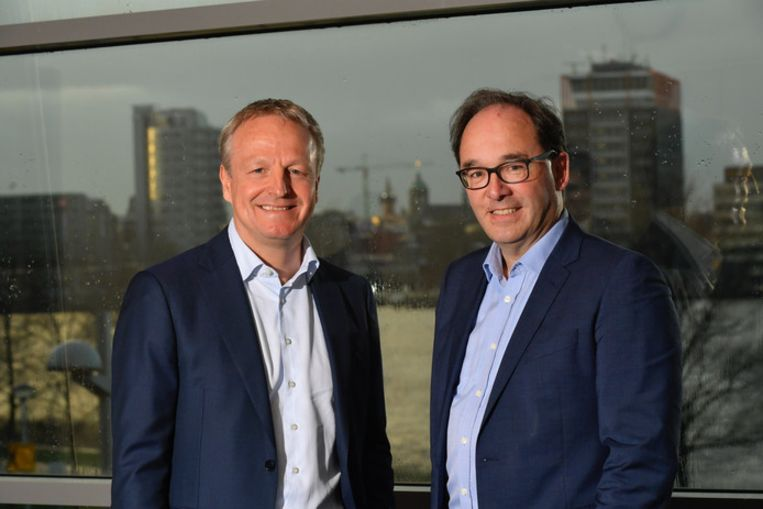 Maarten Wetselaar, directeur nieuwe energie van Shell, en Frank Roeters van Lennep, hoofd investering private markten PGGM. Beeld Shell
