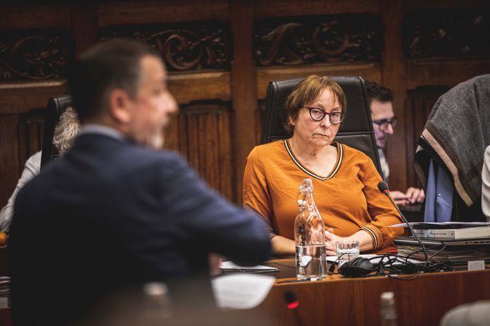 Milieuschepen Tine Heyse (Groen) was duidelijk 'not amused' tijdens het LEZ-debat.