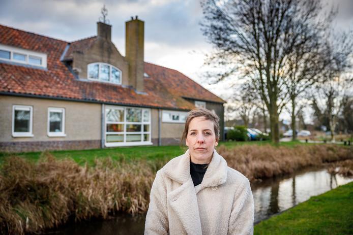 Moeder Afke Dijkstra wil dat er nu echt eens knopen doorgehakt worden over de nieuwe school in Giethoorn.