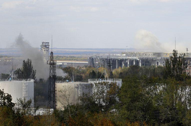 Rook boven de luchthaven van Donetsk. Beeld ap