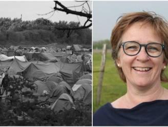 """""""Schrijnende taferelen, terwijl de kinderen er gewoon op staan kijken"""": het verhaal van Eva (49), die als verpleegster in vluchtelingenkamp in Duinkerke werkt"""