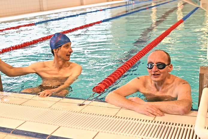 De Zwemkom Wevelgem. Schepen Breughe en burgemeester Seynhaeve.