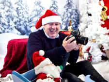 Jur de Vos heeft zijn woonkamer verbouwd om kerstfoto's voor arme gezinnen te maken