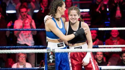 """Laura Tesoro over paniekaanval vlak voor bokskamp tegen Astrid Coppens: """"Ik heb ademhalingsoefeningen moeten doen"""""""