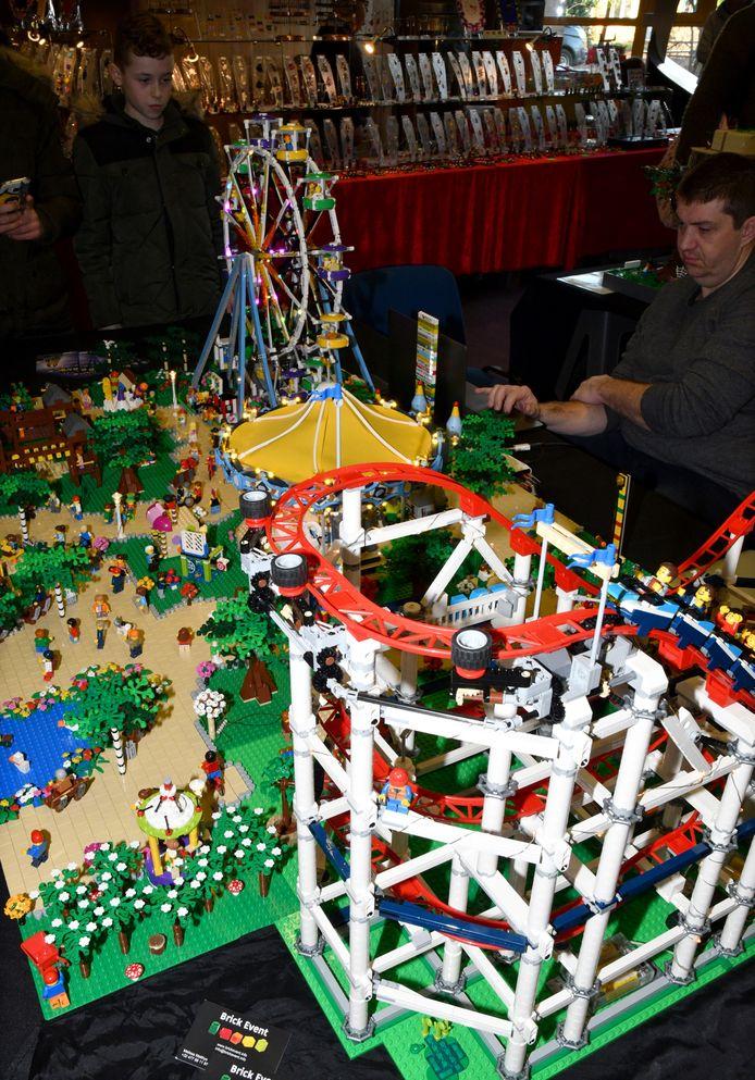 Publiekstrekker was de LEGO-kermis met onder andere een rad.