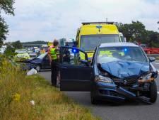 Vier auto's tegen elkaar gebotst op A2 bij Leende, twee personen naar het ziekenhuis