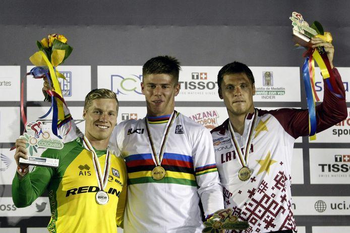 Maris Strombergs (rechts) moest op het WK BMX van 2016 op de individuele tijdrit het goud aan de Nederlander Niek Kimmann laten.