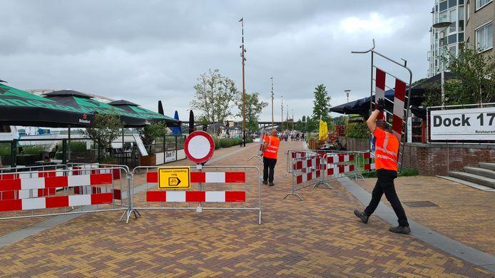 De Waalkade wordt helemaal afgesloten voor alle verkeer.