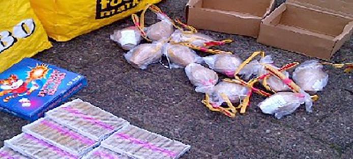 circa 15 kilo illegaal vuurwerk onder meer mortierbommen en Cobra's Foto Politie