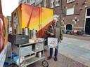 John Verzantvoort loopt al 44 jaar rond op de warenmarkt in Den Bosch