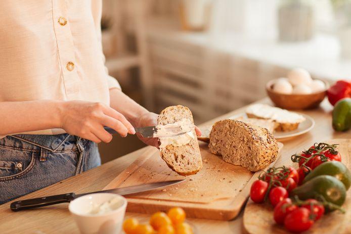 Boterhammen smeren of ontbijtgranen happen: wat is gezonder?