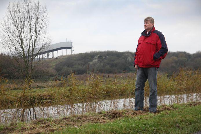 Schrijver Reinold Vugs bij de sloot waar Neeltje Hoogduin in 1919 werd gevonden: ,,Ik denk dat de boer waar Neeltje werkte de dader was.''