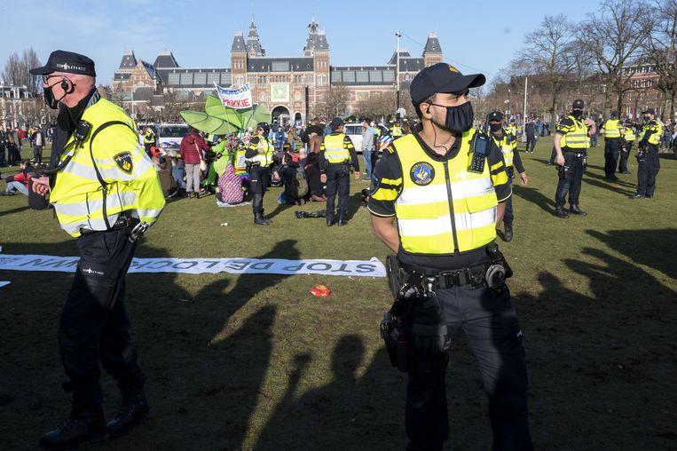 De demonstratie op Museumplein in Amsterdam wordt ontbonden door de politie. Beeld ANP
