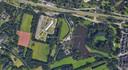 Deel van Genneper Parken in Eindhoven. Boven de Boutenslaan met daaraan van links naar rechts het Clarissenklooster, de sportterreinen van het Van Maerlant Lyceum, Rijschool Leeuw, het Prehistorisch Dorp, zandvanger De Vleut en het Ton Smitspark.