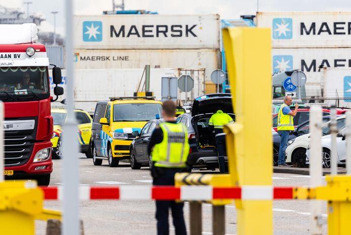Drugscriminelen doen alles om grip op de Rotterdamse haven te krijgen.