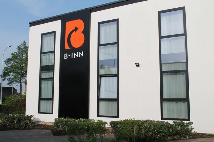 B-Inn langs de buitenkant.
