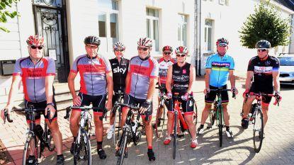 Vrienden fietsen door Pajottenland
