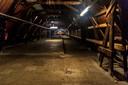 De zolder van het oude postkantoor:  tot voor kort een opslagplaats voor duizenden dakpannen, straks een studie- en stilteruimte.