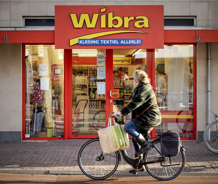 Wibra-vestiging in De Bilt.  Medewerkers van de winkelketen moeten van het bedrijf de uren die ze tijdens de lockdown minder werkten nu inhalen. Beeld ANP