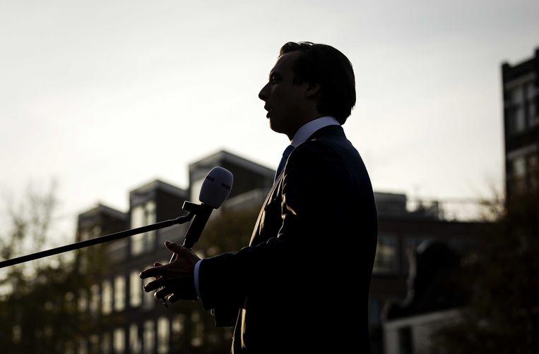 Thierry Baudet staat donderdag de pers te woord in Amsterdam.  Beeld ANP
