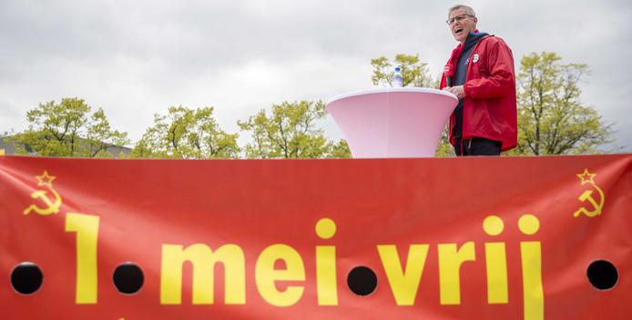 FNV-voorzitter Han Busker pleitte vorig jaar op het Museumplein in Amsterdam, op de Dag van de Arbeid, voor minder onzekere banen. Vandaag demonstreert de FNV in Den Haag.