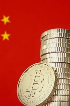 Le bitcoin chute de 30%