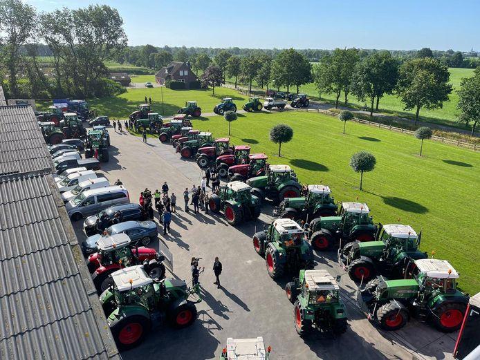 In Schaijk verzamelden zo'n honderd boeren zich.