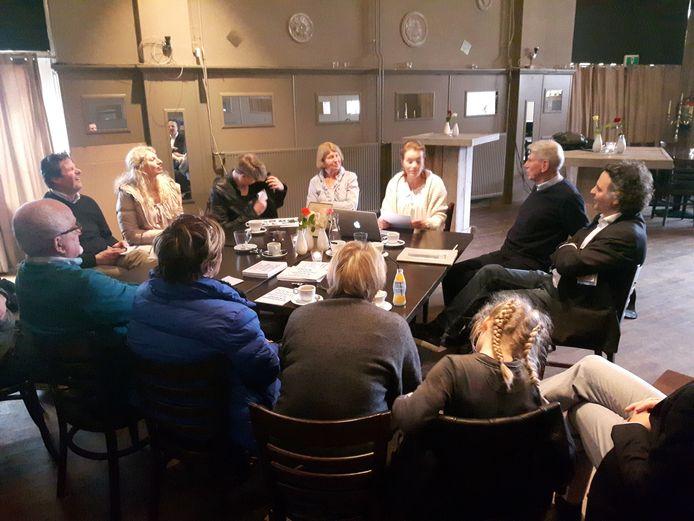 Verhalen van 23 Joodse families op 13 locaties. (hier in café De Gereghthof in Vught)