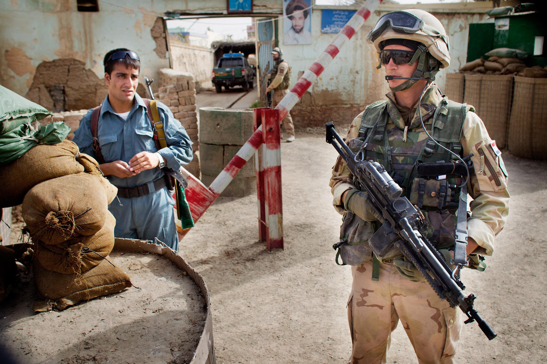 Een Nederlandse militair in Kunduz, Afghanistan in 2011. Beeld ANP