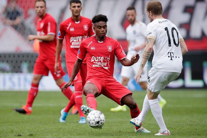 (Godfried Roemeratoe in actie afgelopen zondag tegen FC Utrecht.