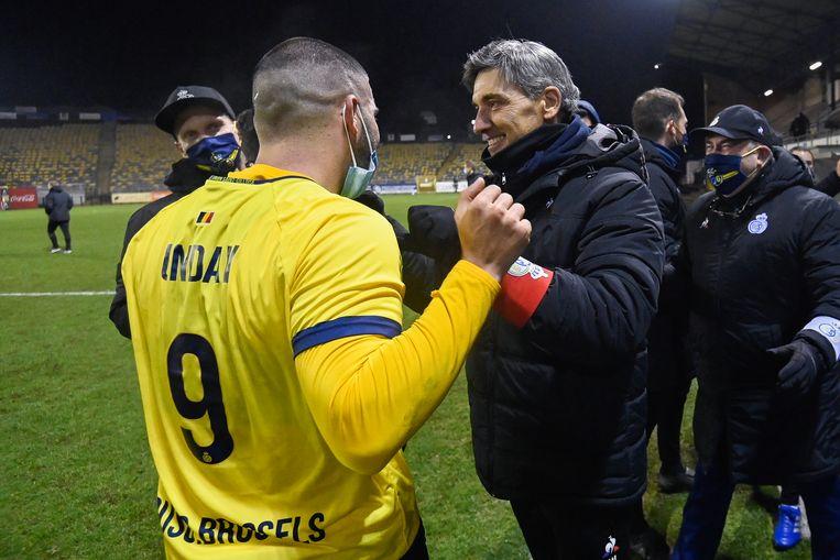 Spits Deniz Undav en trainer Felice Mazzu. Beeld BELGA
