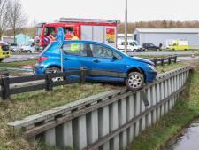 Man rijdt met een slok te veel op bijna in de sloot bij Kraggenburg